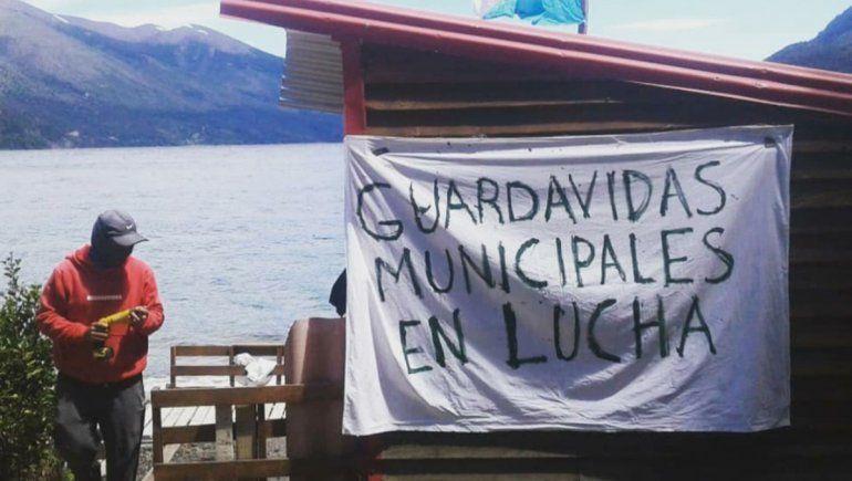 Las playas de Bariloche no tienen guardavidas por un conflicto laboral con el municipio