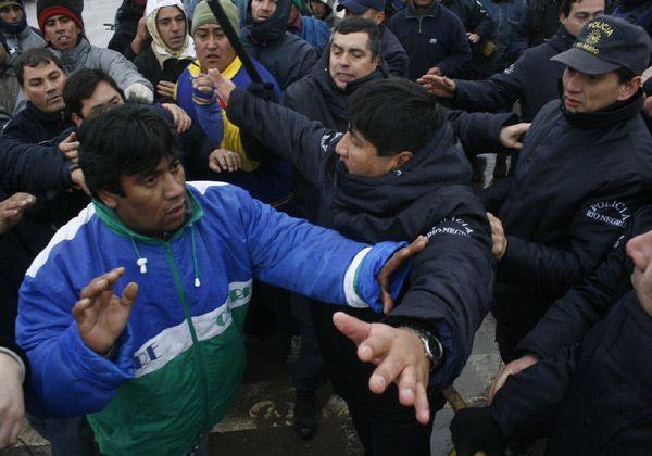 Se agrupan obreros rurales en zona de los puentes