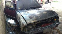 susto: un auto se prendio fuego en las 300 viviendas