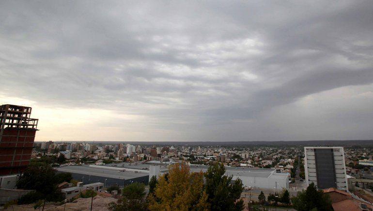 Se viene un domingo nublado y con viento en el Alto Valle
