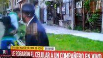 insolito: le robaron el celular en vivo a un periodista de canal 9