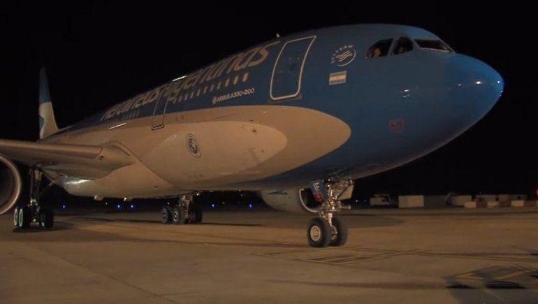 Pasajeros filmaron un OVNI desde un vuelo de Aerolíneas Argentinas