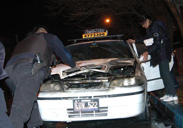 Incendian el auto de una dirigente de los taxistas