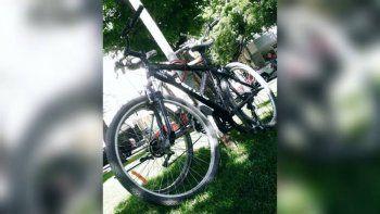 le robaron la bici de una heladeria: piden ayuda para encontrarla