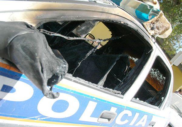 Incendiaron un patrullero frente a la Comisaría 32