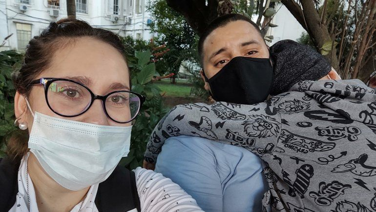 La médula prendió y Valentín regresó a su hogar en Fernández Oro