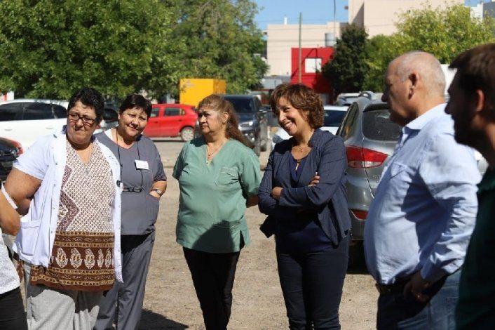 Carreras visitó  el laboratorio  del hospital Zatti