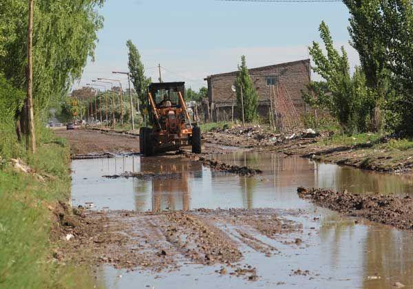 Aguas sucias anegaron Barrio Obrero