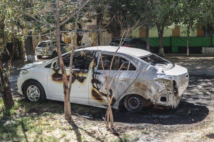 Sufrió un choque y más tarde se le prendió fuego su auto