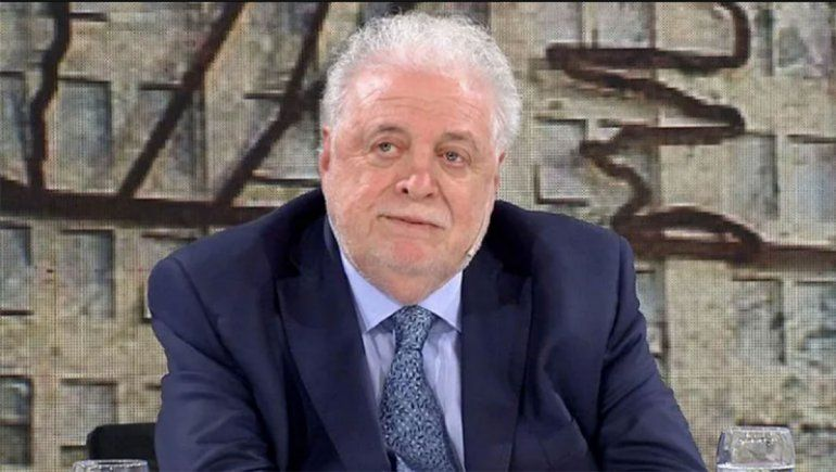 Ginés González García volvió al país y fue increpado en Ezeiza