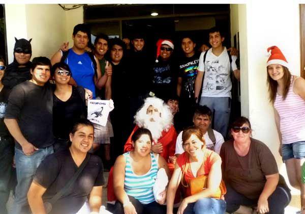 Papá Noel repartió 1.300 juguetes junto a motoqueros de Campo Grande