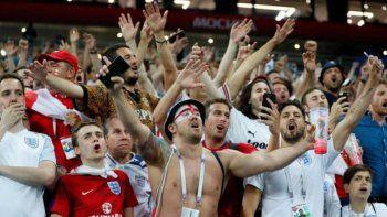 Trágica Eurocopa: ahora un hincha cayó de una tribuna y está muy grave