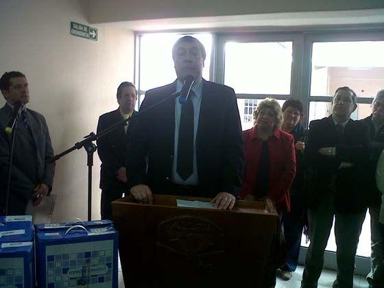 Weretilneck encabezó entrega de netbooks en Allen