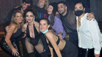 Diversión y sensualidad entre los famosos de La Academia que fueron a ver Sex