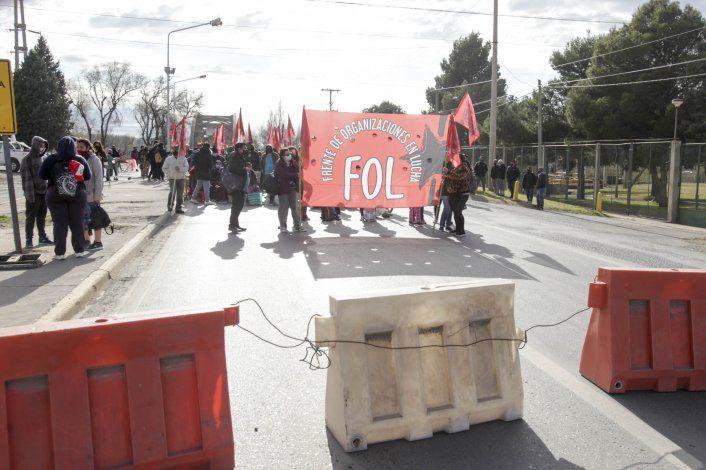 Organizaciones sociales vuelven a cortar los puentes
