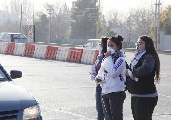 Protesta en el peaje contra la contaminación
