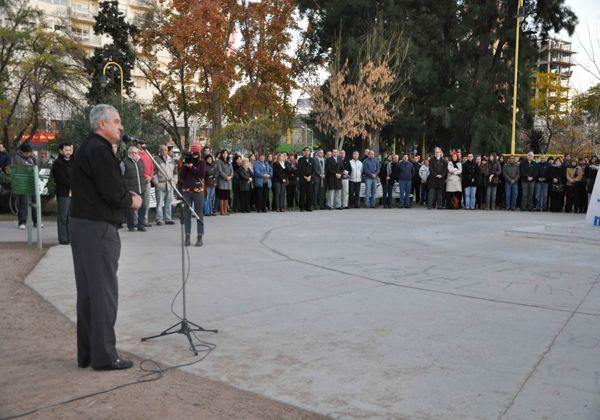 Los vecinos de Cipolletti se reunieron para cantar el Himno Nacional