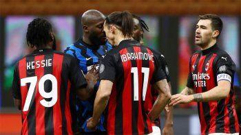 Amenazas, cabezazos y racismo: qué se dijeron Zlatan y Lukaku