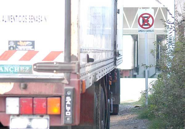 Camioneros violan reiteradamente las normas de tránsito