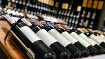 Ante la falta de botellas de vino, Mendoza sale a comprar
