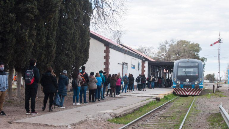 Por los piquetes, el Tren del Valle se llenó de pasajeros