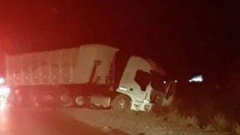 tragedia en villa manzano: un joven murio tras chocar contra un camion