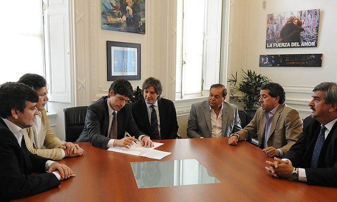 Se firmó el acuerdo para transmitir el Turismo Carretera por la TV Pública