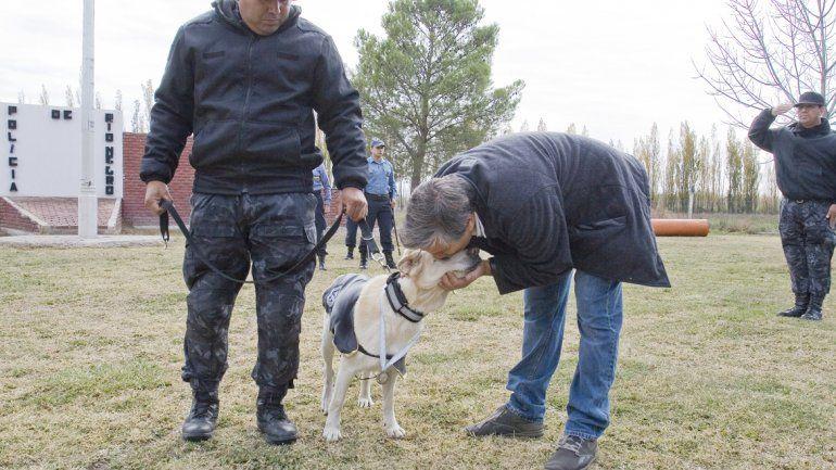 Veterinarios y entrenadores homenajearon a los perros policía.