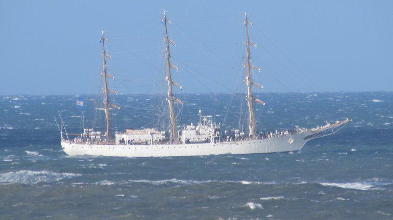 Fragata rindió homenaje a combatientes y caídos en Malvinas.