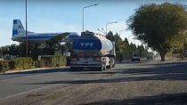 comenzaron a liberar camiones de la refineria plaza huincul