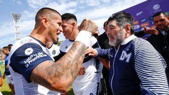 El paraguayo Ayala hace un tiempo con Maradona.