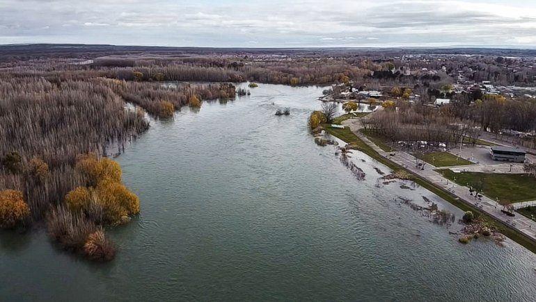 Drone: la imponente crecida del Limay desde el cielo