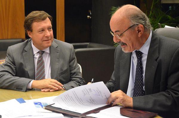 Weretilneck y Tomada firmaron convenio para potenciar el sector ferroviario