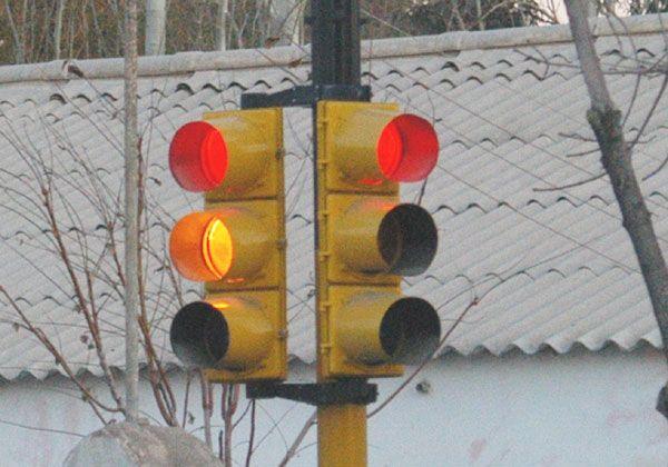 Piden semáforos en una intersección con la Ruta 22