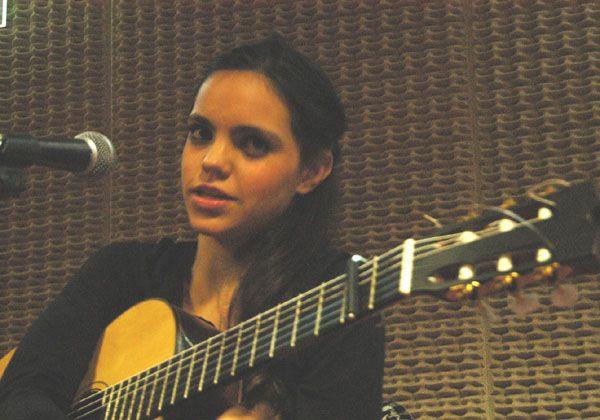 La joven voz de Loli Molina pasó por la ciudad