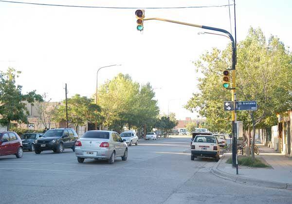Impunidad en semáforos y motochorros sin control