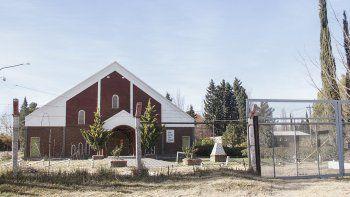Dentro del predio de la iglesia, está la casa donde vive el efectivo involucrado en el hecho.