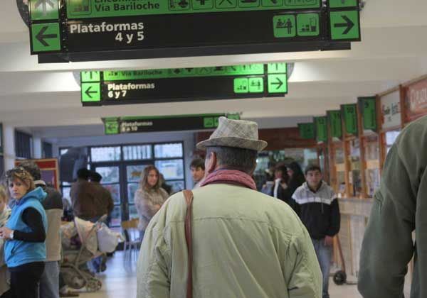 La terminal local desbordada a días del comienzo del receso invernal