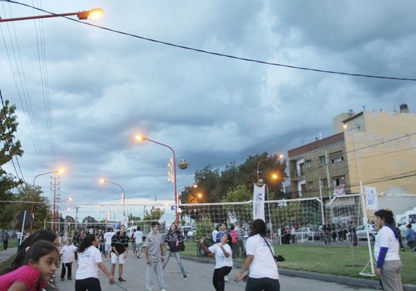 Pese a la lluvia, la ciudad vivió a pleno el inicio de la fiesta