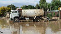 los camiones chupa continuan trabajando despues del temporal