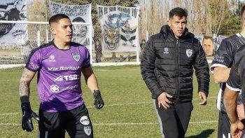 Alex Verón junto a Facundo Crespo al término del partido.