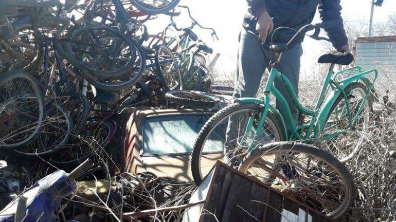 Jóvenes con problemas de violencia y consumo reciclan bicicletas judicializadas con fines sociales