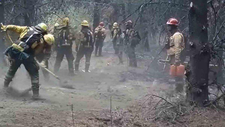 El Bolsón: un helicóptero rescató a brigadistas acorralados por el fuego