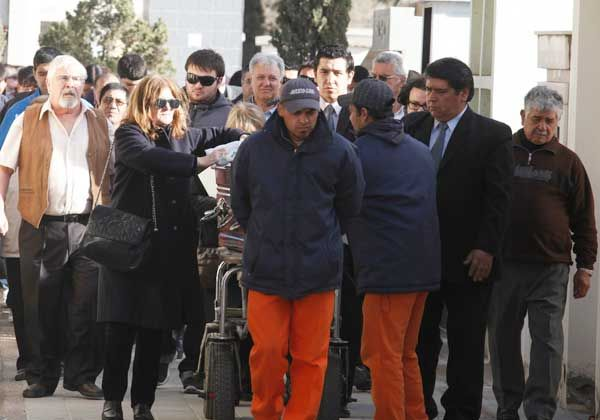 Enorme pesar en la despedida al dirigente político Leandro Gómez