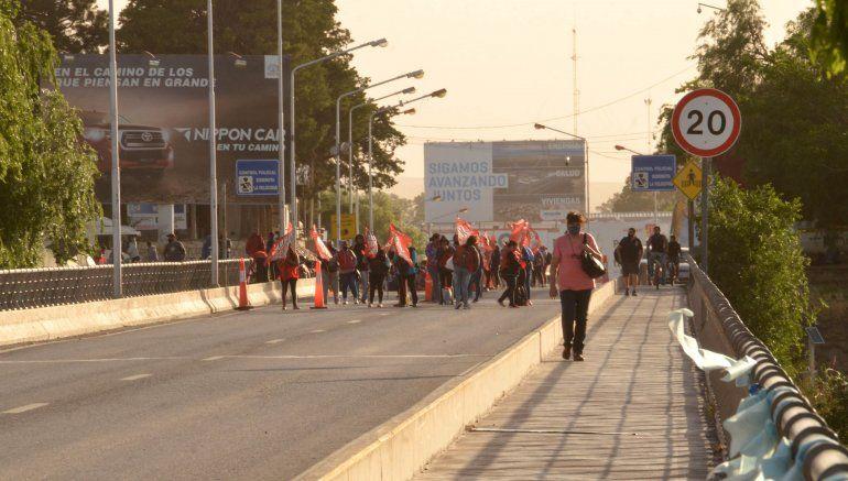 La CCC reclama en la zona de los puentes a Neuquén
