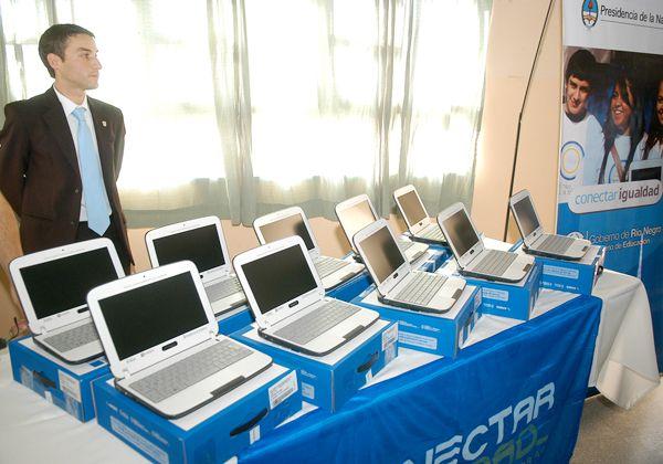Escuelas especiales  recibieron sus computadoras