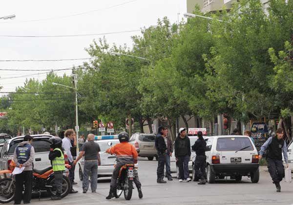 Taxista herido tras chocar con un auto