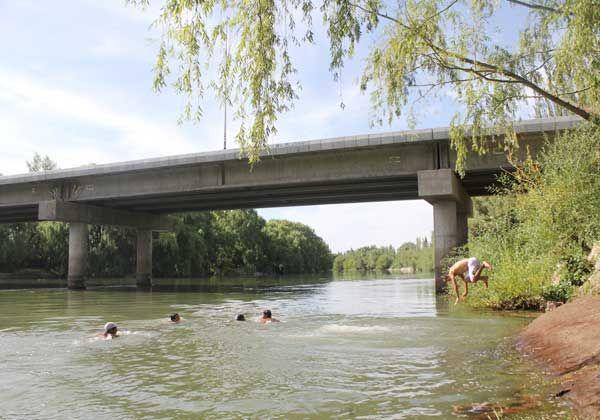 Bañistas eligen el tercer puente como alternativa