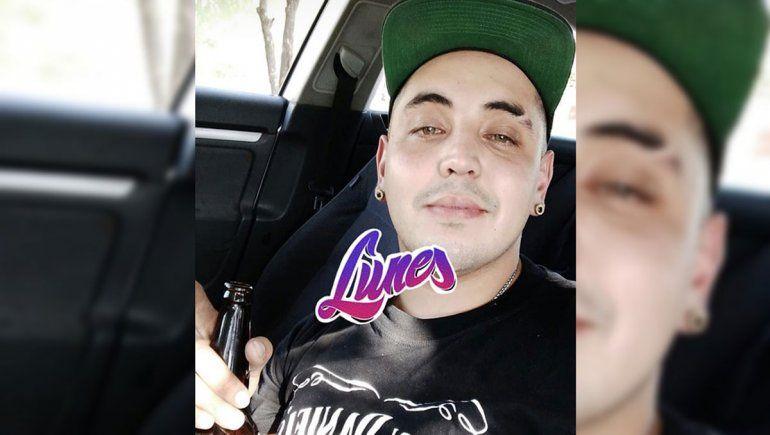 Se grabó tomando cerveza, chocó y mató a dos jóvenes