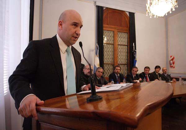Weretilneck puso en funciones al jefe civil y pidió respaldo a la policía